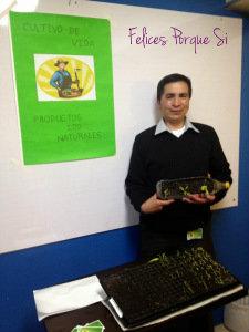 Carlos Nivia, con las semillas de su emprendimiento